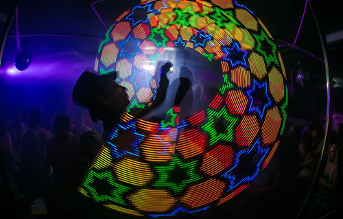 Jonglerie lumineuse, artistes - Labo M Arts