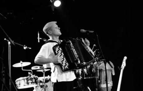 Musiciens Accordéoniste voyage autour du monde Labo M Arts