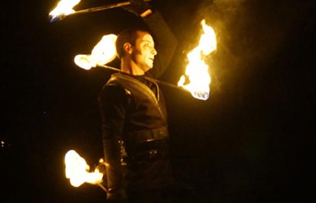 Jongleur de feu- Staff - Labo M Arts @DR